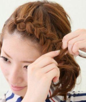短头发编麻花辫的方法 短发扎麻花辫的图解步骤图片