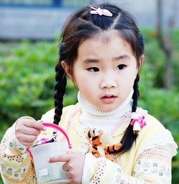 小女孩学生头怎么梳好看 女学生绑辫子的发型图片