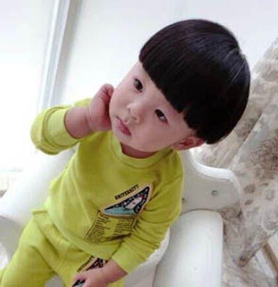 小女孩蘑菇头发型 儿童蘑菇透发型图片