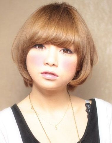 大脸斜刘海日系层次波波头短发发型图片