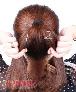 发型diy 编发 >> 鱼骨辫的编法讲解步骤 在马尾辫上编鱼骨辫图解