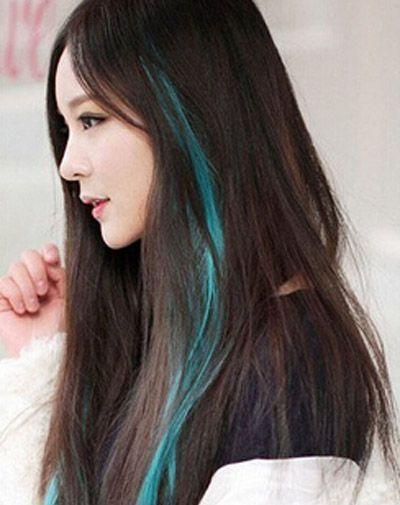 女生中分刘海长直发湖蓝色挑染发式-长发染什么颜色好看 2015中长发图片