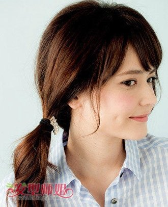 发型diy 丸子头 >> 韩国丸子头长发怎么打理 韩式蓬松丸子头扎法图解图片