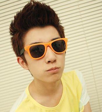 14岁男生齐刘海发型 14岁男孩公鸡头发型图片 发型师姐图片