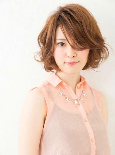 适合长脸女生的短发最新发型  怎么梳适合长脸的职场偏梳内扣中短发发图片