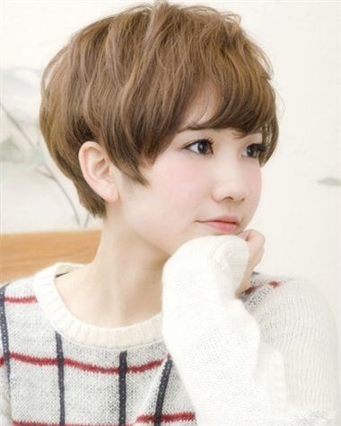 学生斜刘海空气感层次短发发型图片