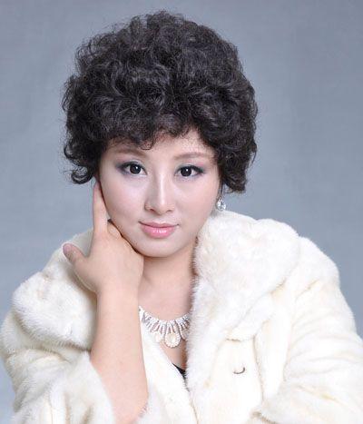 适合50岁中老年女性的烫发发型 中老年女性烫发发型图片图片