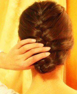 蜈蚣头编法图解 女生编蜈蚣头发型步骤(3)