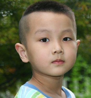男宝宝发型_男宝宝发型设计图片男宝宝流行发型有哪些6