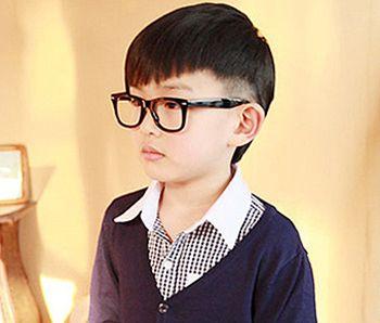 4岁小男孩帅气发型 4岁男孩锅盖头发型图片(2) (350x298)-小男孩发