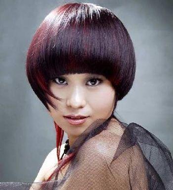 这款适合圆脸女生的沙宣发型很好的彰显了沙宣发型的特点,优美的弧形图片