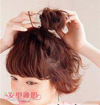短头发怎么做最简单的花苞头发型 短发花苞头发型扎法图解