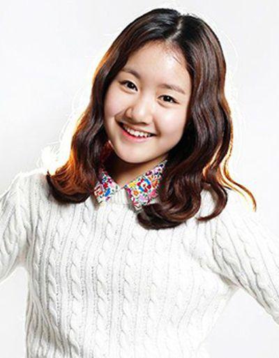 女生中分刘海韩式蛋卷烫染发发式-中分长发染什么颜色好看又没那么图片