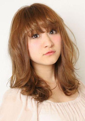 脸大窄额头的女生适合什么发型 大脸窄额头发型设计图片