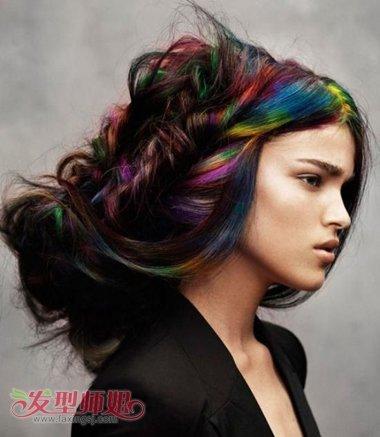 长卷发染什么颜色显年轻 黑色卷发挑染发型设计图片