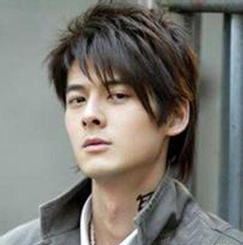 时尚炫酷的一款男生斜   刘海   短发发型设计高清图片