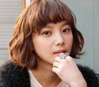 脸圆的女学生适合什么发型 大学生圆脸发型图片(4)图片