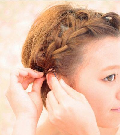 编辫子步骤图_圆脸短发扎辫子造型 圆脸女生扎辫子的方法图解_发型师姐