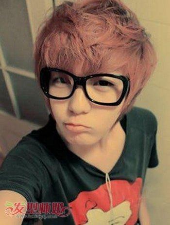 戴眼镜圆脸男生做什么发型最帅 男士圆脸戴眼镜发型图片(2)