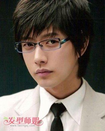 戴眼镜圆脸男生做什么发型最帅 男士圆脸戴眼镜发型图片 发型师姐图片