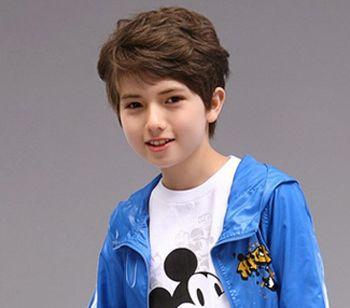 发型设计 儿童发型 >> 适合小男孩的短发发型 小男孩帅气发型图片大全