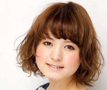 胖脸型的女生适合什么样的发型 胖脸型适合的发型设计