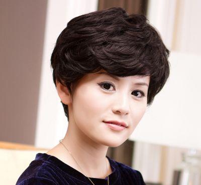 长脸的老年女性适合什么发型 中老年长脸长发型设计图片(3)图片