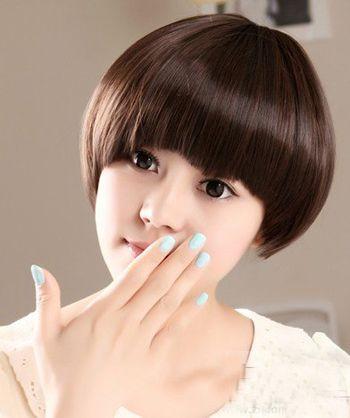 女生蘑菇头短发发型怎样搭配衣服 蘑菇头短发发型图片