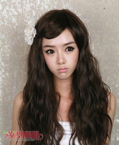 侧分小卷长烫发-宽额头长脸烫发发型图片女中长发