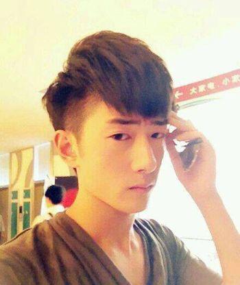男倒三角脸型适合什么短发 倒三角男适合的短发发型图片(4)图片