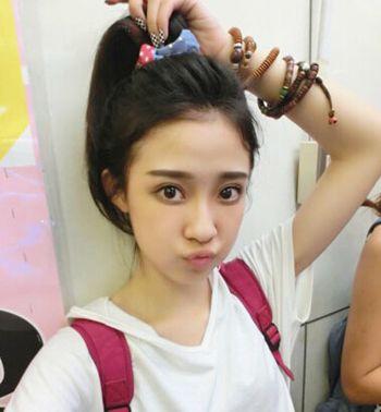 什么发型适合六年级的女学生 小女孩无刘海马尾发型(3图片
