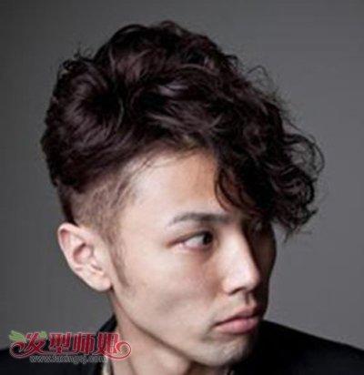 17年男中长发型 男生长头发发型(3)图片