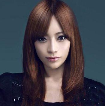 发型脸型 方脸 >> 方脸额头窄的女孩子适合什么刘海 方形脸适合留刘海图片