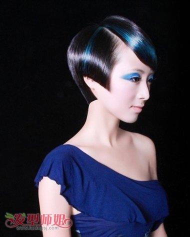 jane 分享到  短发梳晚宴妆发型的时候,极简单或者极夸张是两种对称的图片
