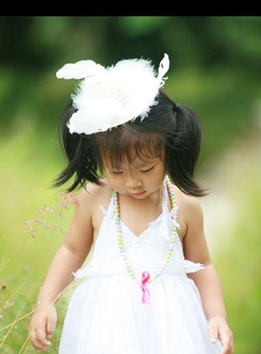 流行发型 马尾 >> 五岁小女孩简单的马尾扎发 小女孩扎马尾样式大盘点图片