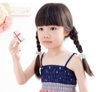 四岁小女孩蘑菇头扎头发发型