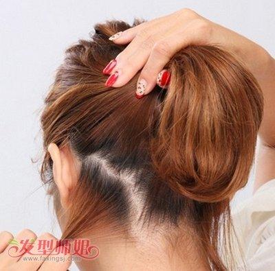 长发女生打理起丸子头来易如反掌,中 短发的姑娘们可是犯了难,那么图片