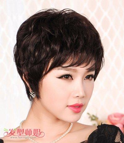 中年妇女短发烫发型_中年女人胖脸适合什么发型 胖脸发型图片中年人_发型师姐