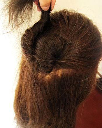 长发简单花苞头盘法 长发如何盘出好看的花苞头(5)图片