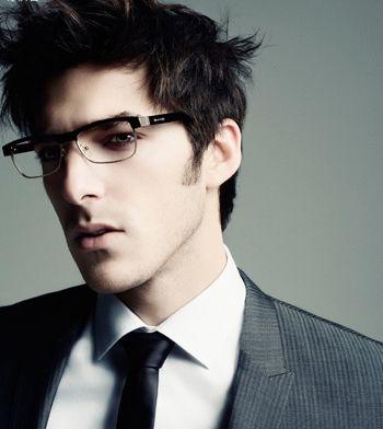 长脸小眼睛高鼻子的男生,非常适合戴眼镜呢,小小的眼睛不仅能让眼镜图片