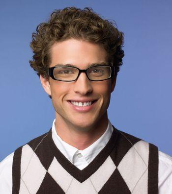 男生什么发型配眼镜_脸长小眼高鼻子戴眼镜男生适合什么发型(2)_发型师姐