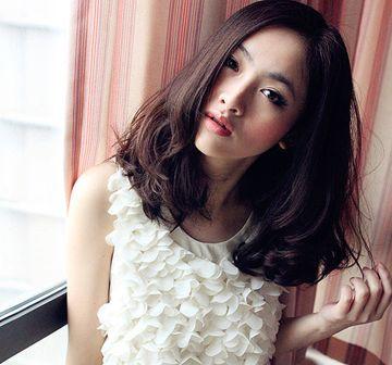 圆脸短发烫发黑色发型 女生黑色短发发型图片(2)