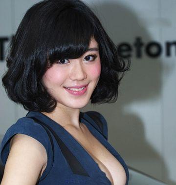 圆脸短发烫发黑色发型 女生黑色短发发型图片(3)图片