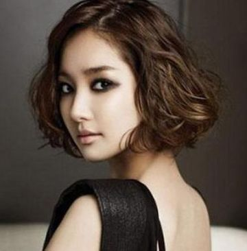 圆脸短发烫发黑色发型 女生黑色短发发型图片(4)图片
