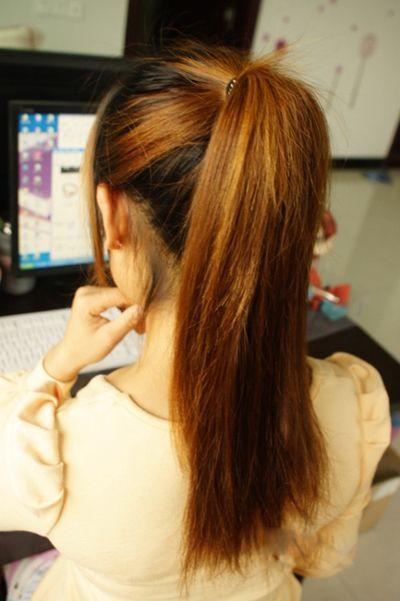 emily 分享到  柔顺飘逸的长发想要扎出各种各样的发型也是非常简单的图片