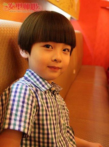 小男孩西瓜头发型的剪法