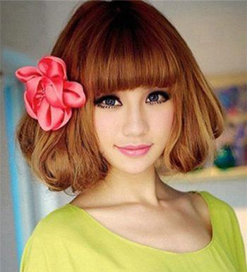 发型师姐编辑:emily 分享到  一款极具波西米亚风格的短发波波头发型图片