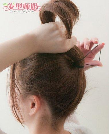 发型,黑色的头发扎好马尾辫下梳就很好.图片