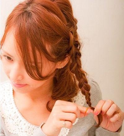 短卷头发造型 简单侧面卷头发的方法图解