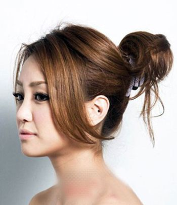 头发少的简单盘发发型步骤 女生头发少盘头发图解(3)图片
